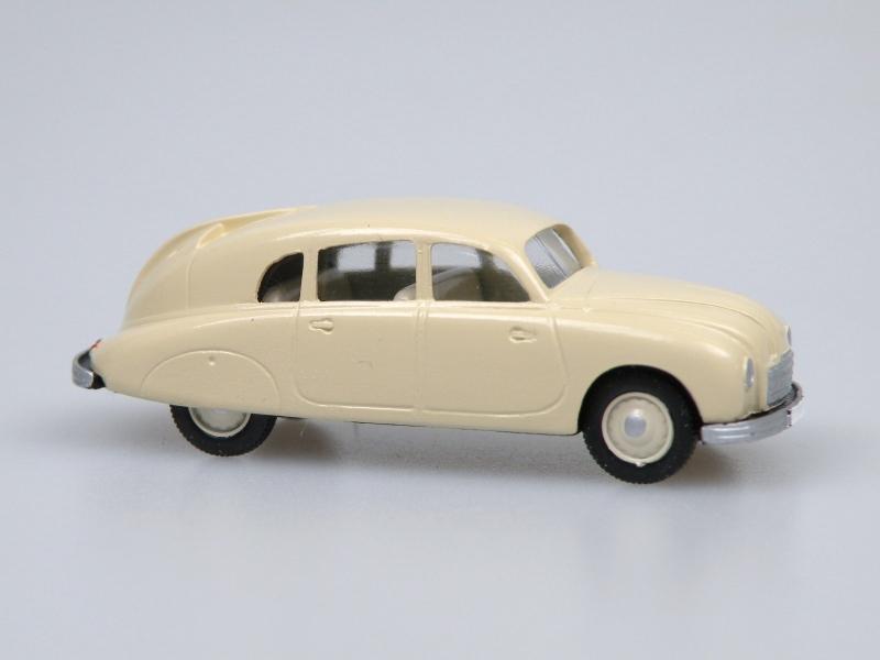 1949 T 600  (krémová světlá)