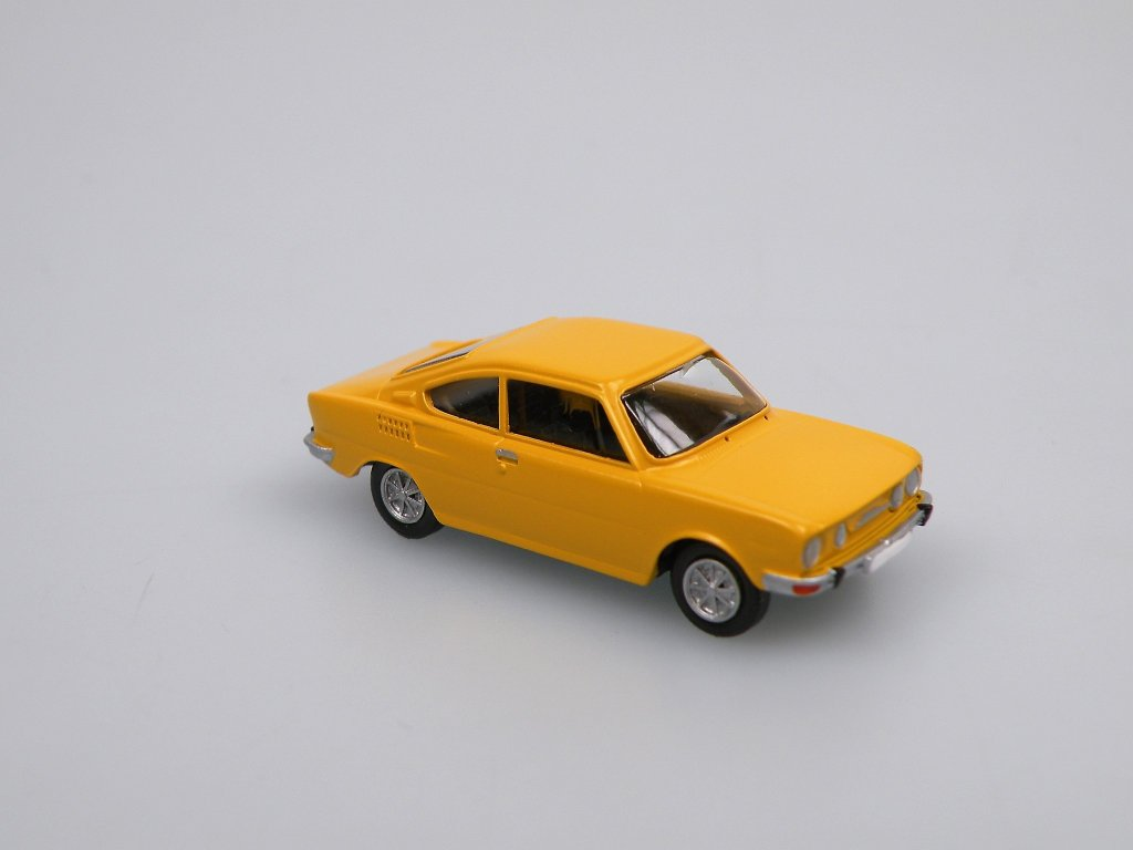 S110R Coupe 1973 Yellow