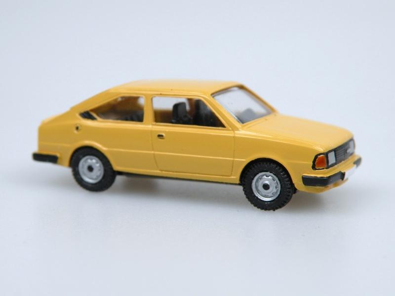 1984 S130R coupe  (žlutá podzimní)