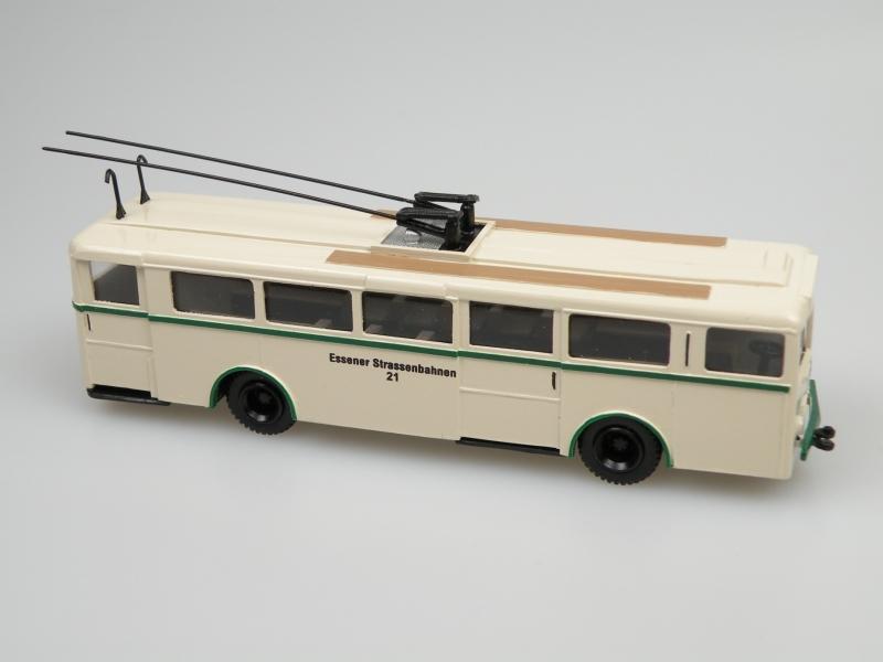 1948 Henschel/Kässbohrer Gr.II Trolley Bus (Essen) ivory/green
