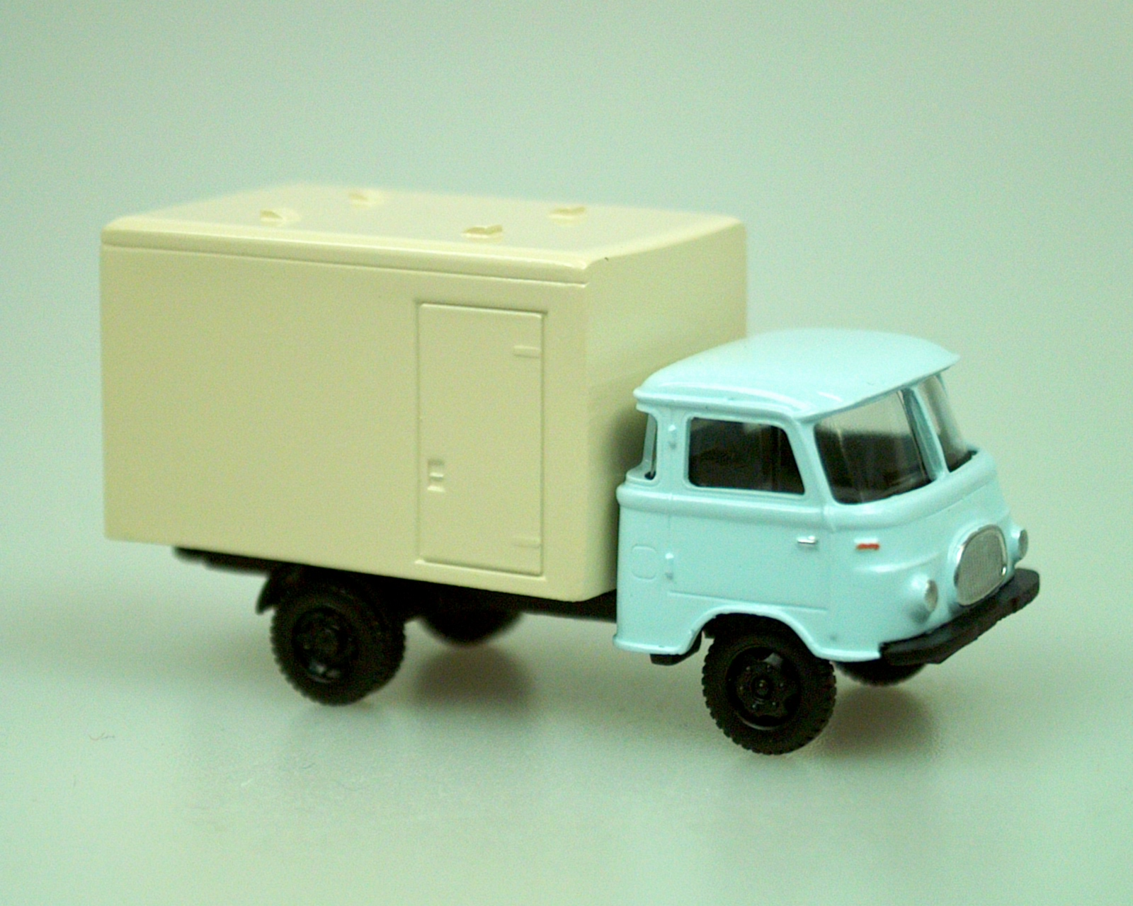 1961 Robur Lo2500 Isotherm Van (light blue/ivory)