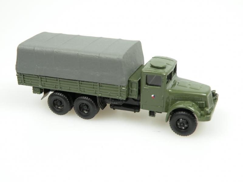 1952 T 111R vojenský s plachtou/Military truck