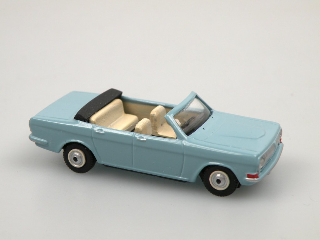 GAZ 24 cabrio light blue